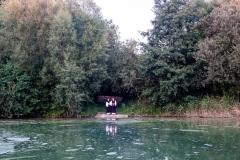 Zwei Zen-Nonnen am See